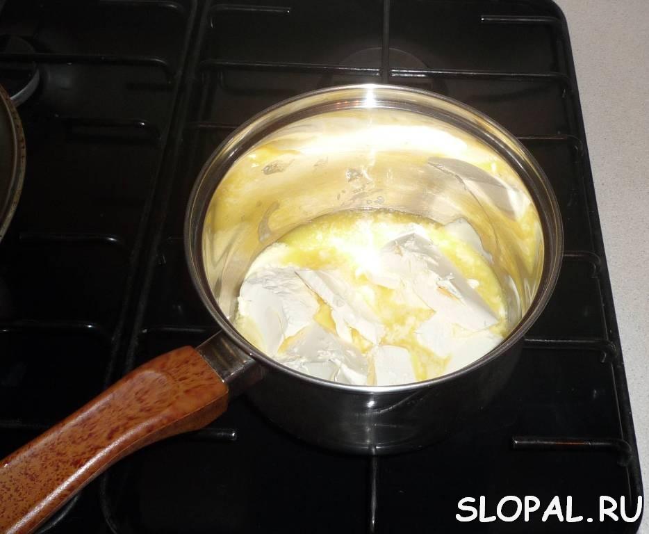 Растапливаем маргарин с маслом